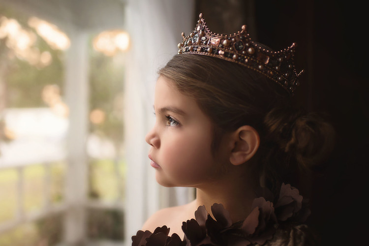 """""""""""""""""""""""""""HER ROYAL MAJESTY CROWN"""""""""""""""""""""""""""