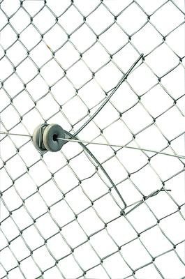 Gallagher 12 Inch Chain Link Offset With Insulator Attaches To Fence