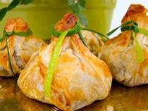 Brie, Pear & Almond Beggar's Purse - 100 pieces per tray