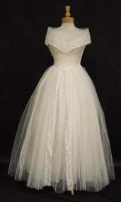 EXQUISITE Ivory Lace & Tulle 1950's Wedding Gown w/ Stand Up Collar