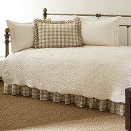 Twin 5-Piece Daybed Quilt Set with Scalloped Edges in Ivory Cream White Beige DQS872546841