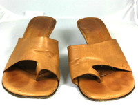 AUTHENTIC DONALD J PLINER Brown Leather Kitten Heel Slide Sandal Size 7.5