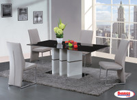 D647 Dining Room Set