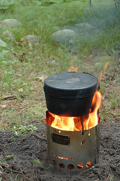 metal pot cooking on littlbug stove