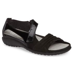 Naot Women's Papaki - Black Patent / Velvet Leather