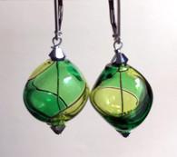 """Grass and emerald green Murano glass yin yang """"sasso"""" earrings"""