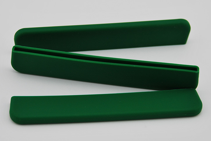 Removable blade tip protector paddle guard - new colour selection: green, yellow, red, and blue. Durable and lightweight. Protects the blade edge from damage when dragon boat paddle not in use.