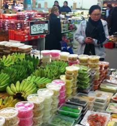 footscray-foodtour-market.jpg