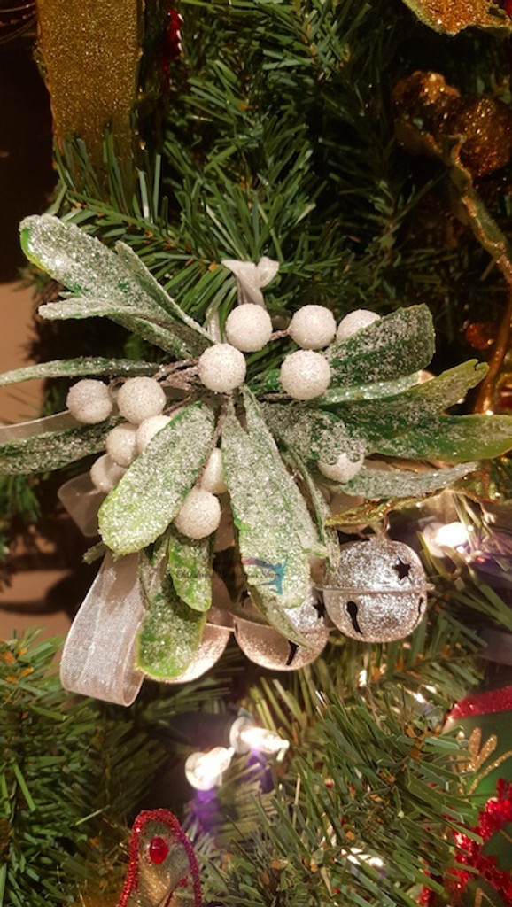 Katherine's Collection 2017 Mistletoe Kissing Decoration