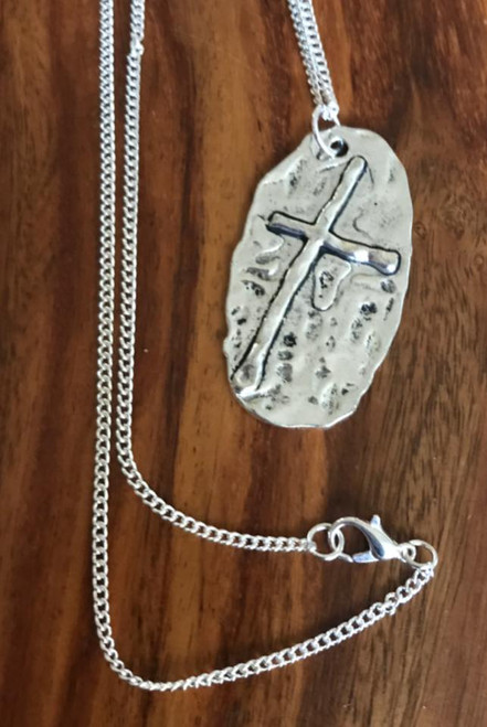 Resell for 9.00 or more 24 inch silver tone curb chain Pewter hammered cross is approx 1.5 inch long Style #PCN030118g