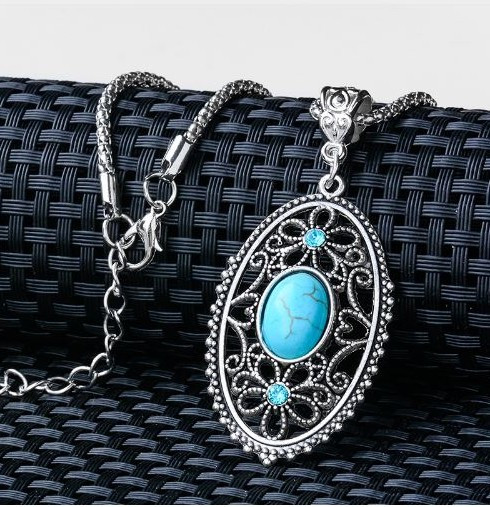 resell for 9.00 or more Vintage Natural Stone Pendant Necklace. Turquoise Magnesite. Pewter 20 inch silver tone necklace with ext chain Style #OTMN031518g