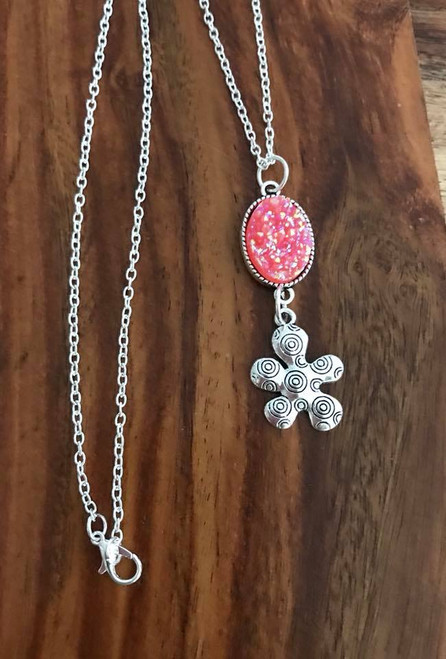 Resell for 12.00 or more 30 inch silver tone chain Pewter circle flower w pink drusy pendant Style #PDFN051818