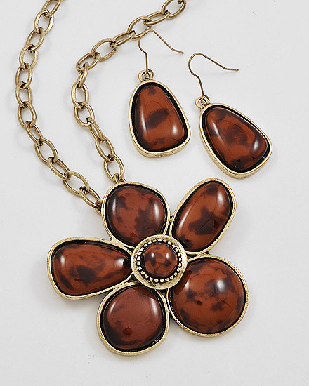 """12.00 resell for 36.00 or more Burnished Goldtone Metal / Brown Acrylic / Lead&nickel Compliant / Flower Pendant Necklace & Fish Hook Earring Set / •   LENGTH : 16 1/2"""" + EXT •   PENDANT : 2 1/2"""" DIA •   EARRING : 2 1/4"""" L •   ANTIQUE GOLD/BROWN  Style #BAG110618"""
