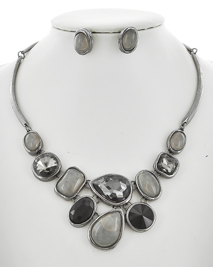 """resell for 66.00 or more Hematite Tone / Black Diamond & Grey Acrylic / Lead&nickel Compliant / Metal / Fish Hook (earrings) / Statement / Necklace & Earring Set  •   LENGTH : 15"""" + EXT •   EARRING : 1/2"""" X 5/8"""" •   DROP : 2"""" •   HEMATITE/BLACK  Style #HBSNS110918"""