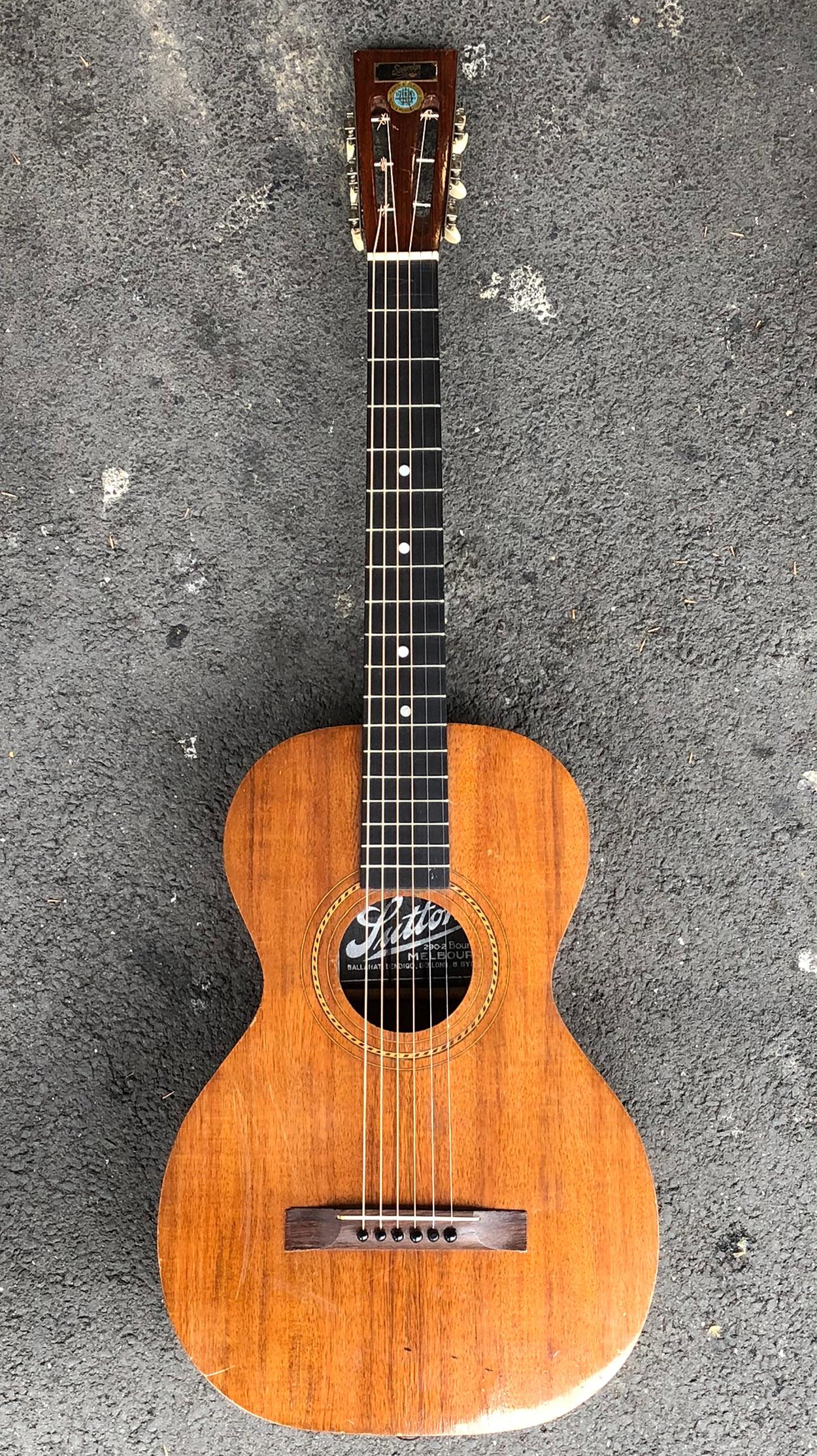 Sovereign Parlour Guitar