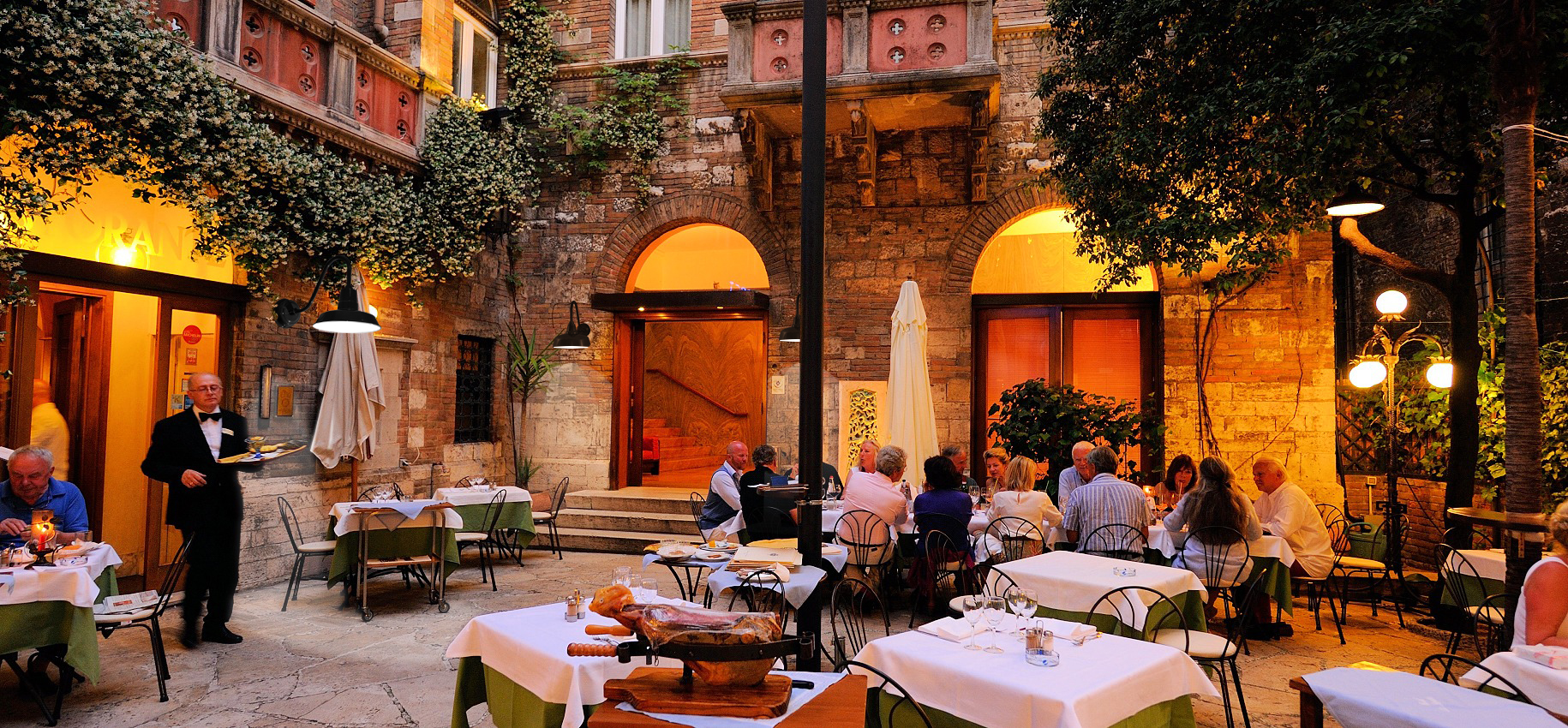 Restaurant lighting ideas for your business cocoweb restaurant lighting aloadofball Gallery
