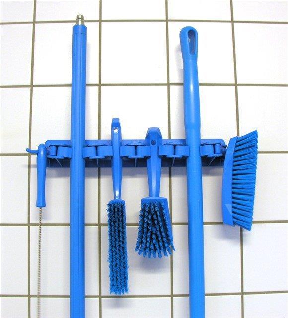 blue-wall-brackeyt.jpg