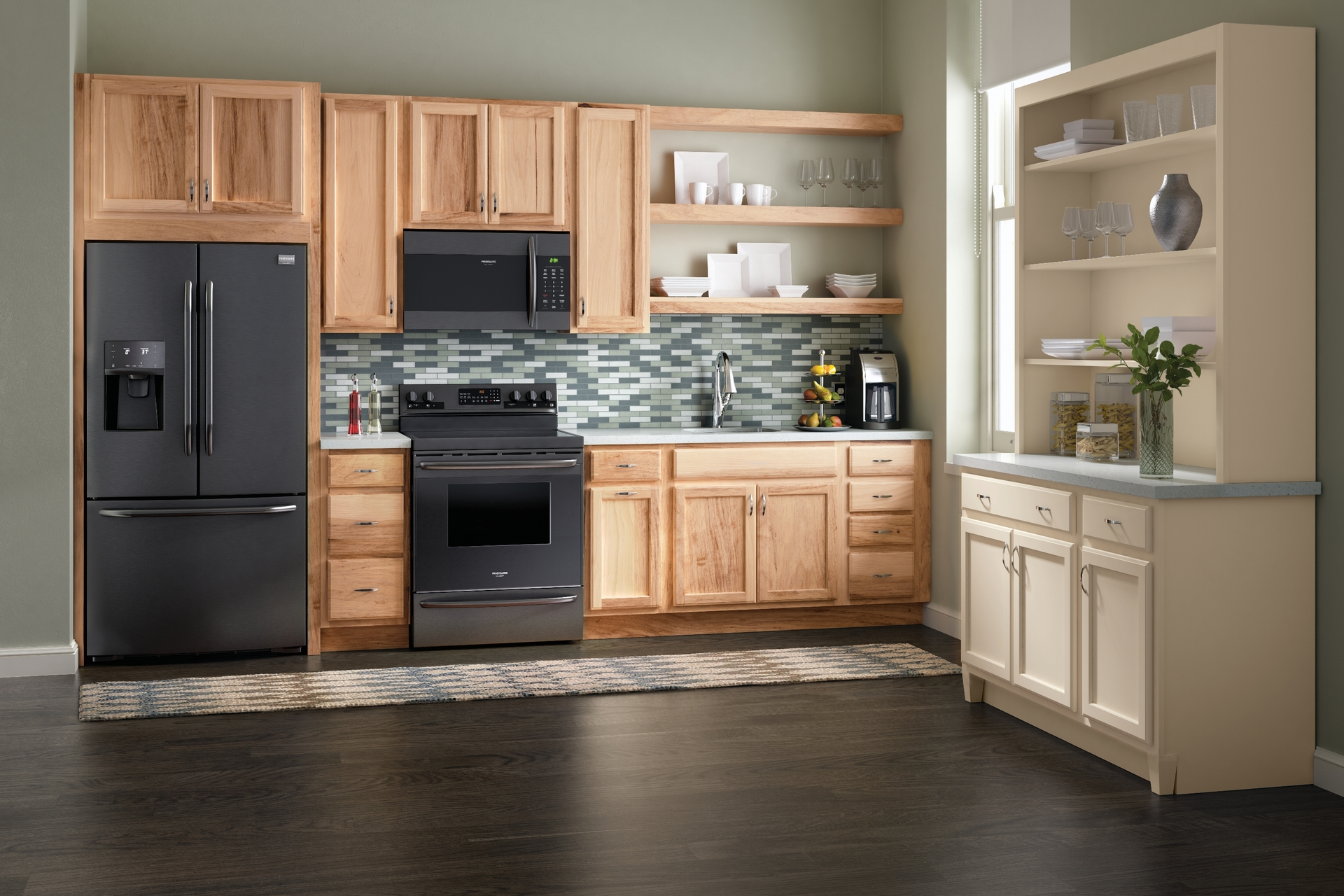 stunning natural maple kitchen cabinets | Cardell Kitchen Cabinets - Springmont Square in Natural