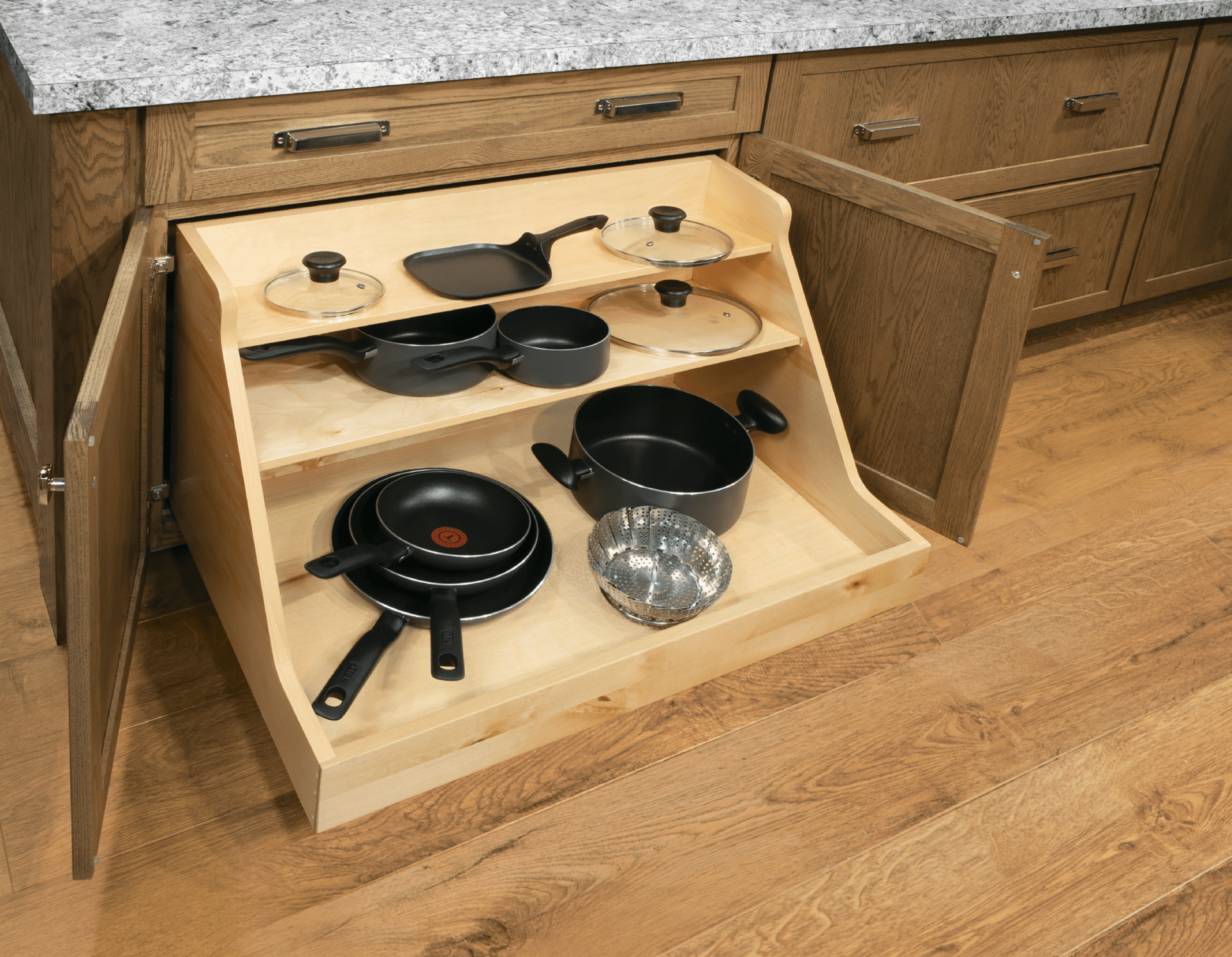 Base With Pots And Pans Organizer Cardell Cabinetry