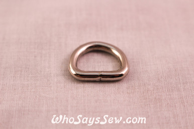 4 Strong Welded Wire-formed D-Rings in Shiny Nickel. 1.5cm