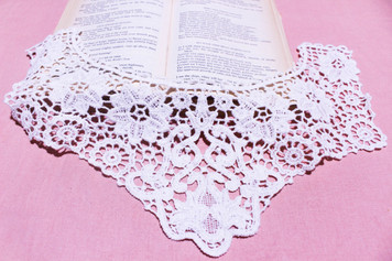 Medium Cotton Lace Collar/Yoke in Snow& Natural White (0743)