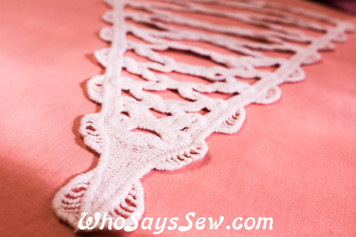 Large Triangular Cotton Lace Collar/Yoke in Snow& Natural White (0683)