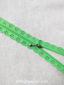 A Pair of *EXTRA ZIPPER PULLS* for Continuous SIZE 3 Nylon/Polyester Chain Zipper in 10 Colours.