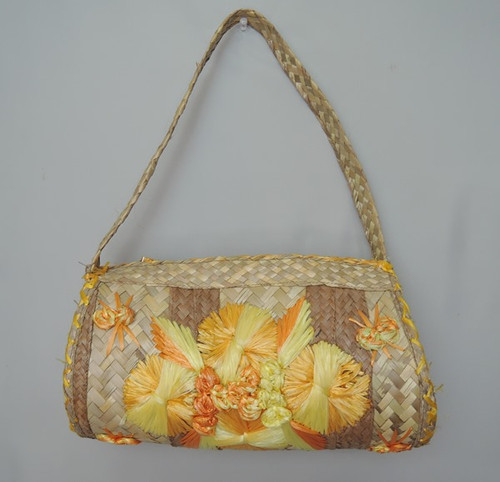 1970s Large Souvenir Straw Purse with Raffia Embroidery