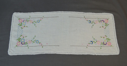 Vintage 1940s Linen Table Runner with Embroidery & Crochet Edge, 12 x 30 inches