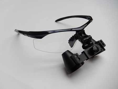 Rose Micro Solutions 2.3x Loupe. The frame pictured is for display purposes only. The loupe will ship with the frame of your choice (select from the list on the right)