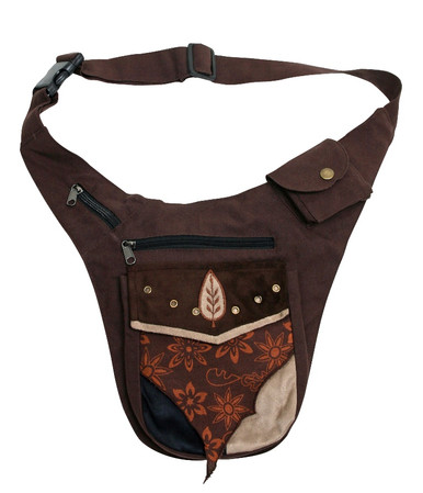 Hip pouch with Faux leather and velvet side pocket. 3 other separate pockets make it perfect for everywhere