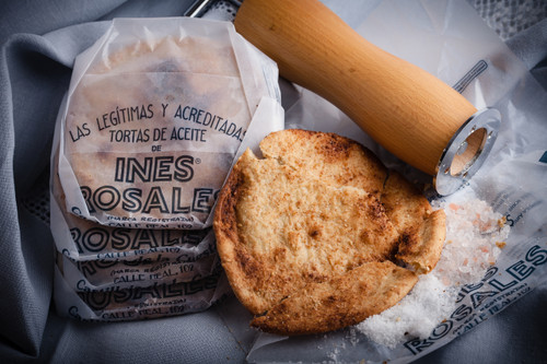 Sesame and sea salt olive oil Tortas, 6.34 oz by Ines Rosales  •Made with Extra Virgin Olive Oil •All-Natural ingredients •Suitable for vegans, and dairy free •Since 1910, made by hand in Seville •6.34 oz  180 g