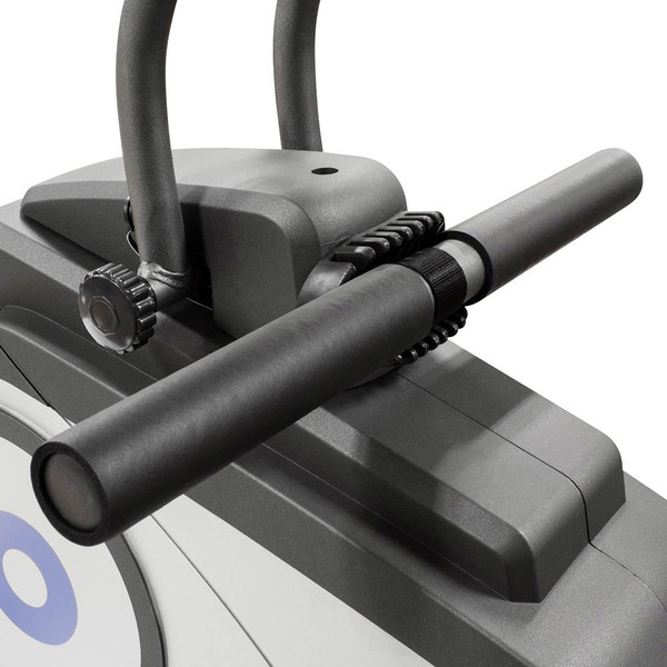 The Rowing Machine Marcy NS-40503RW has a rubber grip handle so you do not lose grip as you sweat