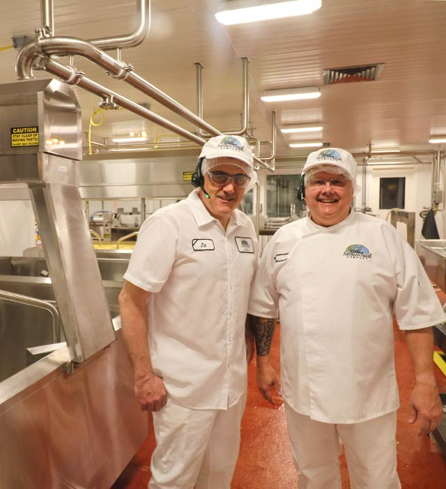 Wisconsin Master Cheesemakers Making Door County Cheese