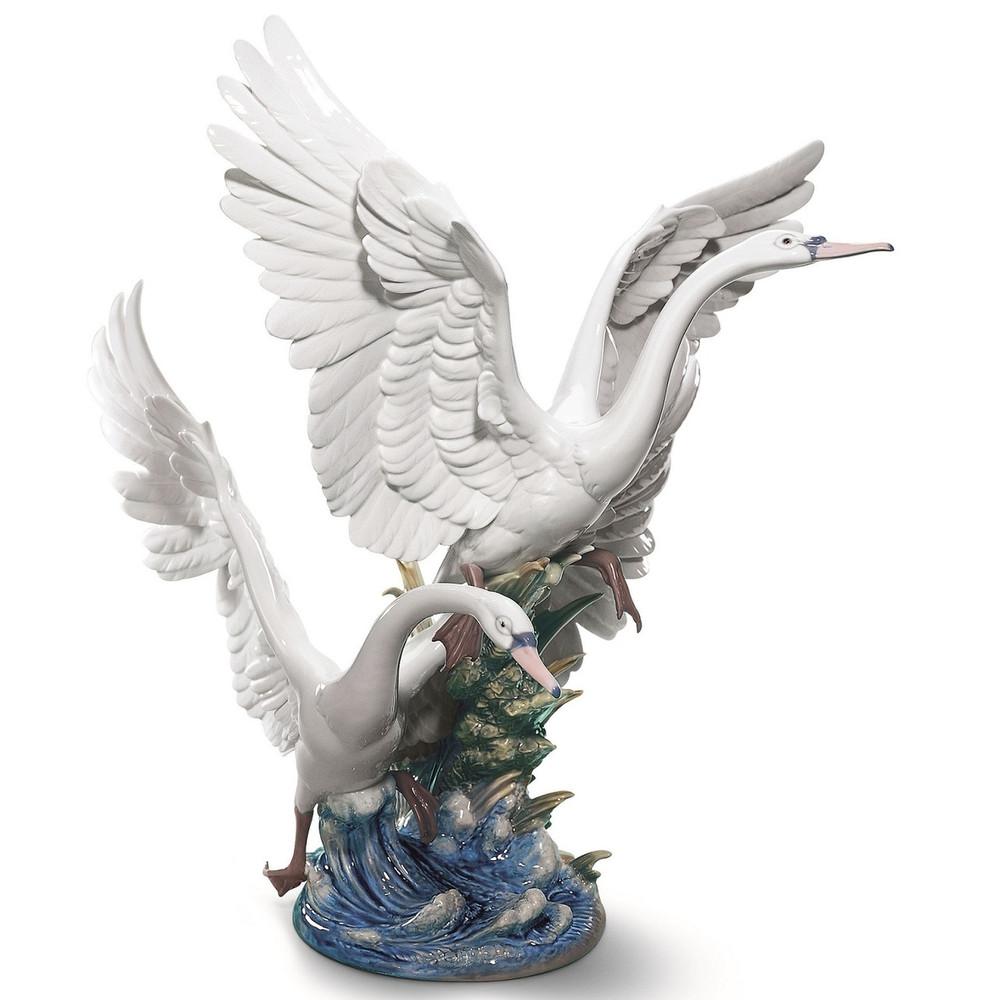 Swans Take Flight Porcelain Sculpture Lladro Swans Take