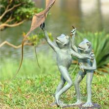 Frog Kite Flyers Garden Sculpture | 33794