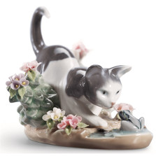 "Kitty Porcelain Figurine ""Confrontation"""