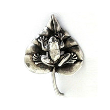 Frog on Lily Pad Sterling Silver Pin | Kabana Jewelry | KPN432