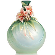 Butterfly and Lily Vase Good Fortune | FZ03226 | Franz Porcelain Collection