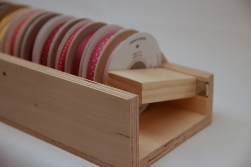 Use a Magnet Block to keep the ribbon in an orderly fashion in the Holder.