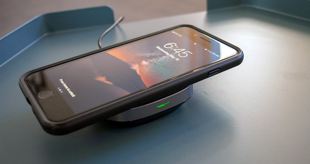wireless Qi charger for iPhone X and Samsung Galaxy
