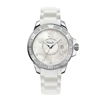 The zirconia-set bezel and the silicon rubber strap with its link design create a truly sporty-elegant look. The trendy colours of the straps