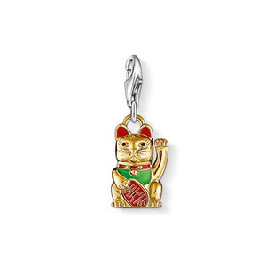 In Japan, the lucky cat is considered a symbol of good fortune. For this reason, this Charm pendant in 750 yellow-gold plating (18 K) with green-, red- and black-enamelled details is a fabulous talisman.
