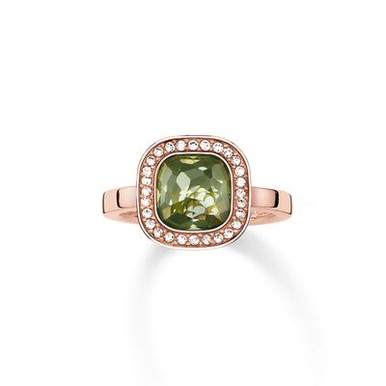 The secret of the cosmos is reflected in the never-ending universe of colours of the dazzling green THE SECRET OF COSMO ring: the sensual, hammered look of the green synthetic spinel in the THOMAS SABO signature cut and the feminine cushion shape make this ring with 18kt rose gold plating reflect light like sparkling stars.