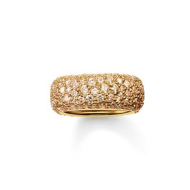 The stunningly-designed structure of the irregularly-set, champagne-coloured pavé zirconia lends the magically-dazzling CRUSHED PAVÉ ring its extraordinary sparkle. A setting with 18kt yellow gold plating envelops this large, feminine band ring with a harmonious symphony of colours that completes the tricolour look of the CRUSHED PAVÉ range.