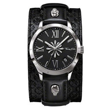 The cross motif on the dial and the skull symbols on the strap are based on the motifs in the Sterling Silver Collection. The watch can be worn both with and without the wide strap. The removable pin buckle ensures fast and easy switching between the two looks.