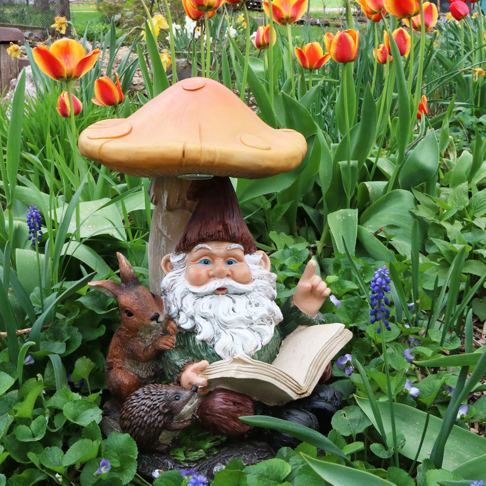 Garden Statues: Garden Gnomes, Lighthouse Statues, Pets
