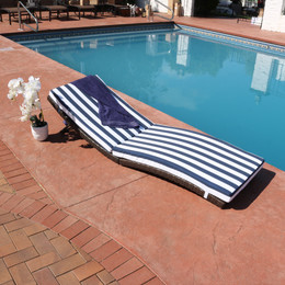 Sunnydaze Maui Folding  Wicker Rattan Sun Lounger with Blue Stripes
