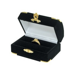 Black Double Ring Flocked Velvet Clasped Box