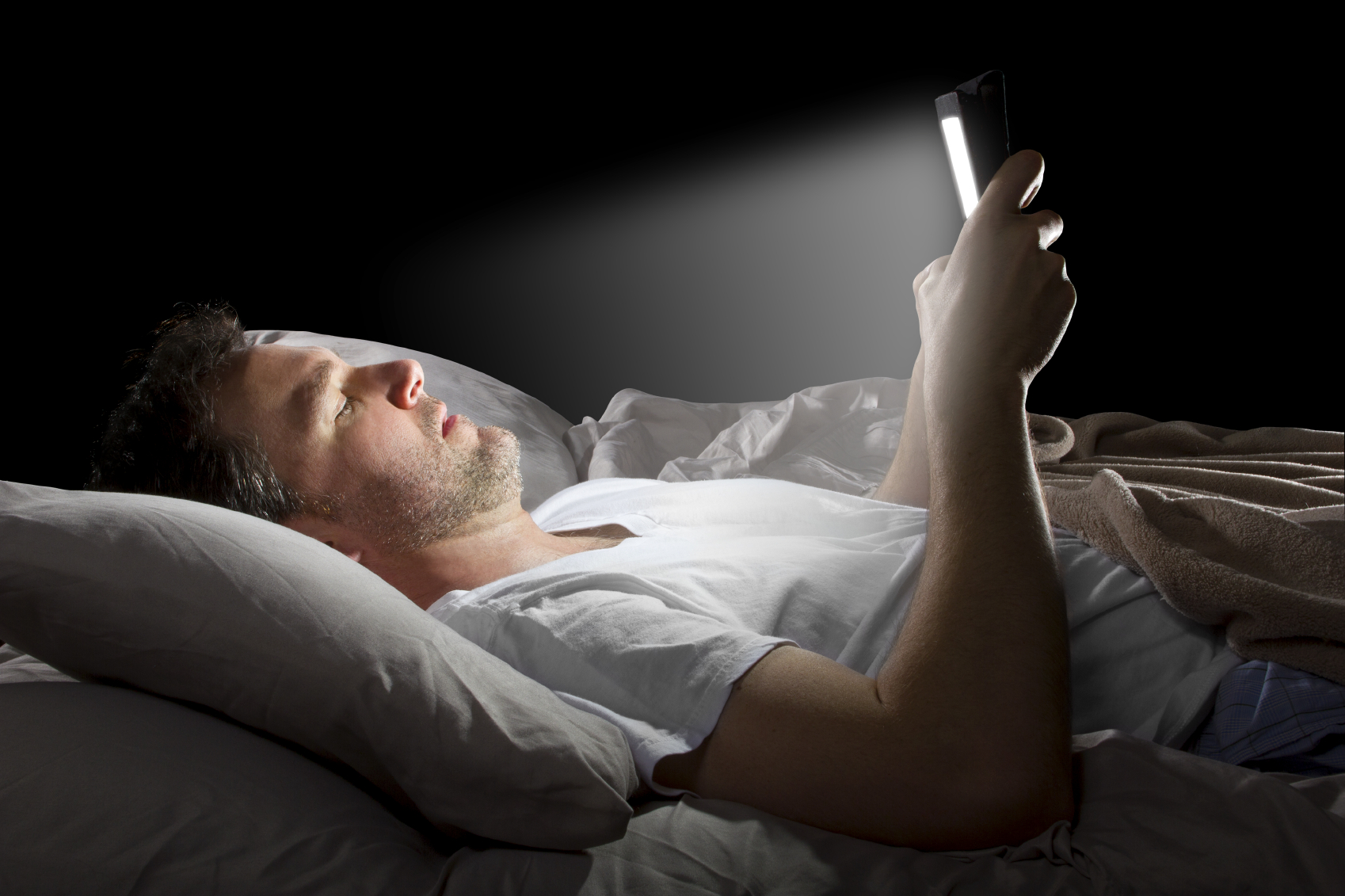 10 Bedtime Habits That Ruin Your Beauty Sleep